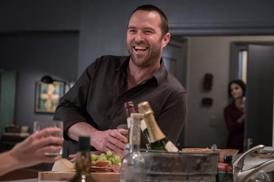 Noch genießt Kurt (Sullivan Stapleton) das Leben in vollen Zügen, er ahnt nicht, in welcher Situation er sich schon bald befinden wird ... - Bildquelle: 2016 Warner Brothers
