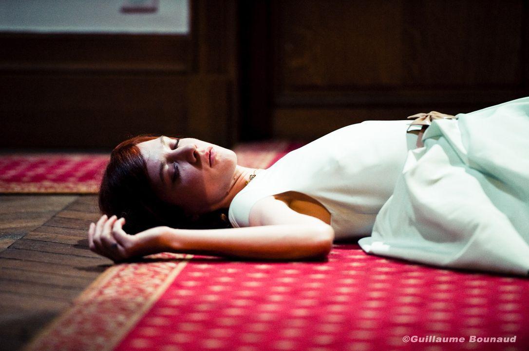Ein Event verläuft für Chloé (Odile Vuillemin) vollkommen anders als erwartet ... - Bildquelle: Guillaume Bounaud 2012 BEAUBOURG AUDIOVISUEL