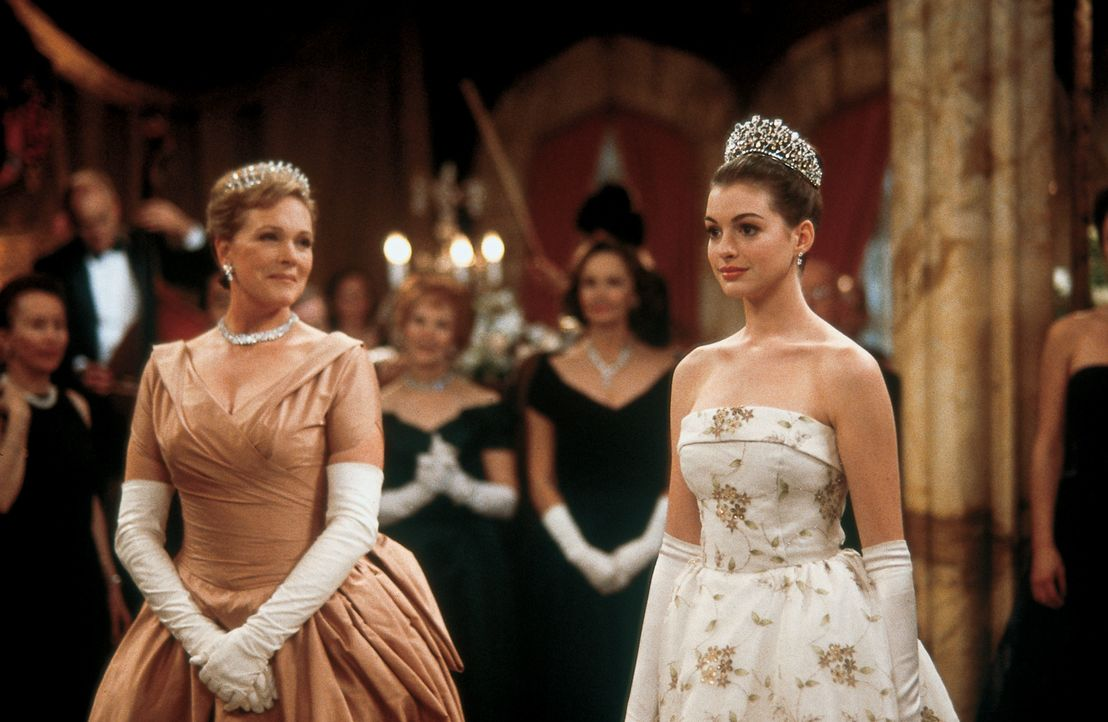 Clarisse Renaldi (Julie Andrews, l.); Mia Thermopolis (Anne Hathaway, r.) - Bildquelle: Ron Batzdorff Disney Enterprises Inc. / Ron Batzdorff