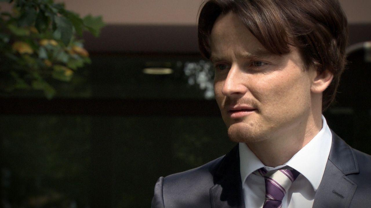 Wie reagiert der Unternehmer Fabian Schenk auf die Nachricht, dass er der Vater des 8-jährigen Jungen ist? - Bildquelle: SAT.1