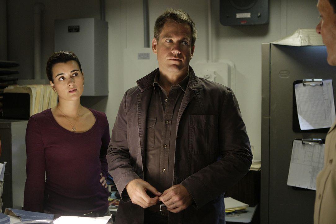 Ermitteln in einem neuen Mordfall: Tony (Michael Weatherly, M.) und Ziva (Cote de Pablo, l.) ... - Bildquelle: CBS Television