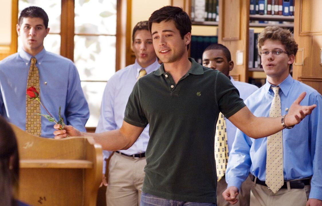 Als Tyler (Matthew Long, vorne) deutlich zeigt, dass er sich für die liebenswerte Sydney interessiert, rastet die selbst ernannte College-Queen Rach... - Bildquelle: 2007 Universal Studios, All Rights Reserved