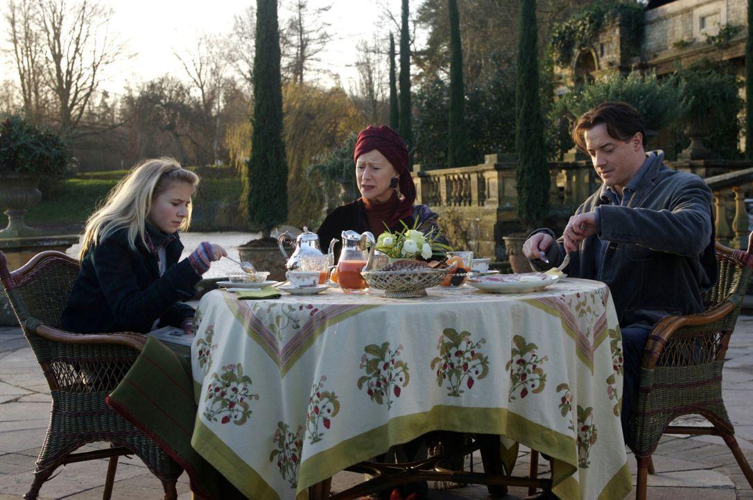Meggie (Eliza Bennett, l.) ist alles andere als begeistert, dass sie und ihr Vater (Brendan Fraser, r.) für längere Zeit bei ihrer Großtante Elin... - Bildquelle: Warner Brothers