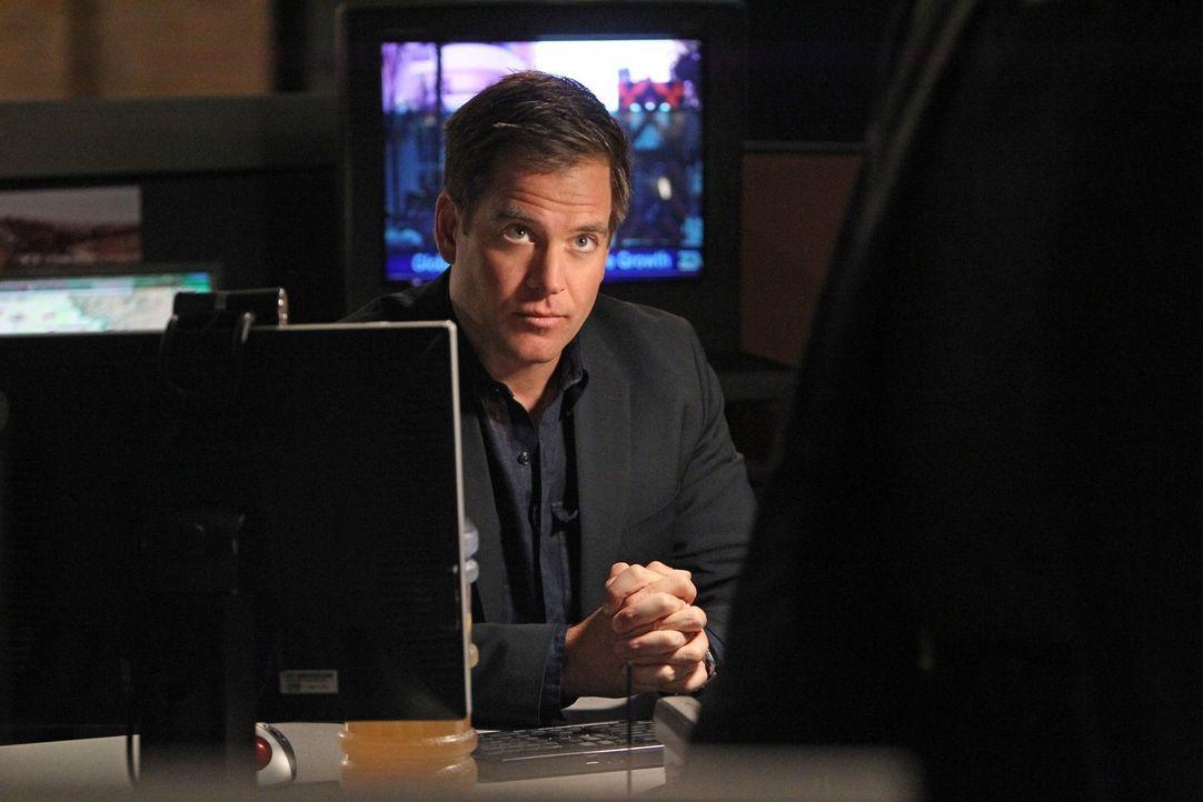 DiNozzo (Michael Weatherly) will wissen, ob der Mord an einem Marineoffizier das Ergebnis einer Kneipenschlägerei war - Bildquelle: CBS Television