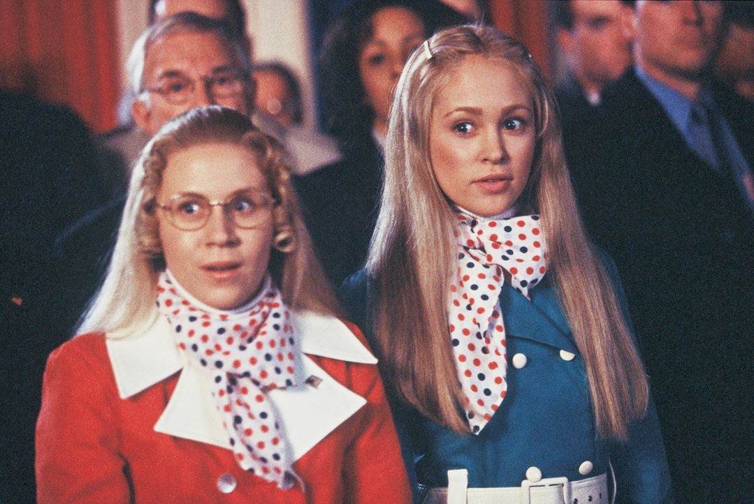 Als ihr Bruder Bobby einen Lottoschein findet, ahnen Jan (Ashley Eckstein, l.) und Marcia (Autumn Reeser, r.) noch nicht, welche weitreichende Auswi... - Bildquelle: TM &   2002 by Paramount Pictures. All Rights Reserved.