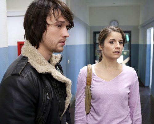 Als Ben zufällig mit Bea zusammenstößt, die durch einen unglücklichen Zufall davon ausgeht, dass Caro bereits mit ihm über ihre Schwangerschaft... - Bildquelle: David Saretzki - Sat1