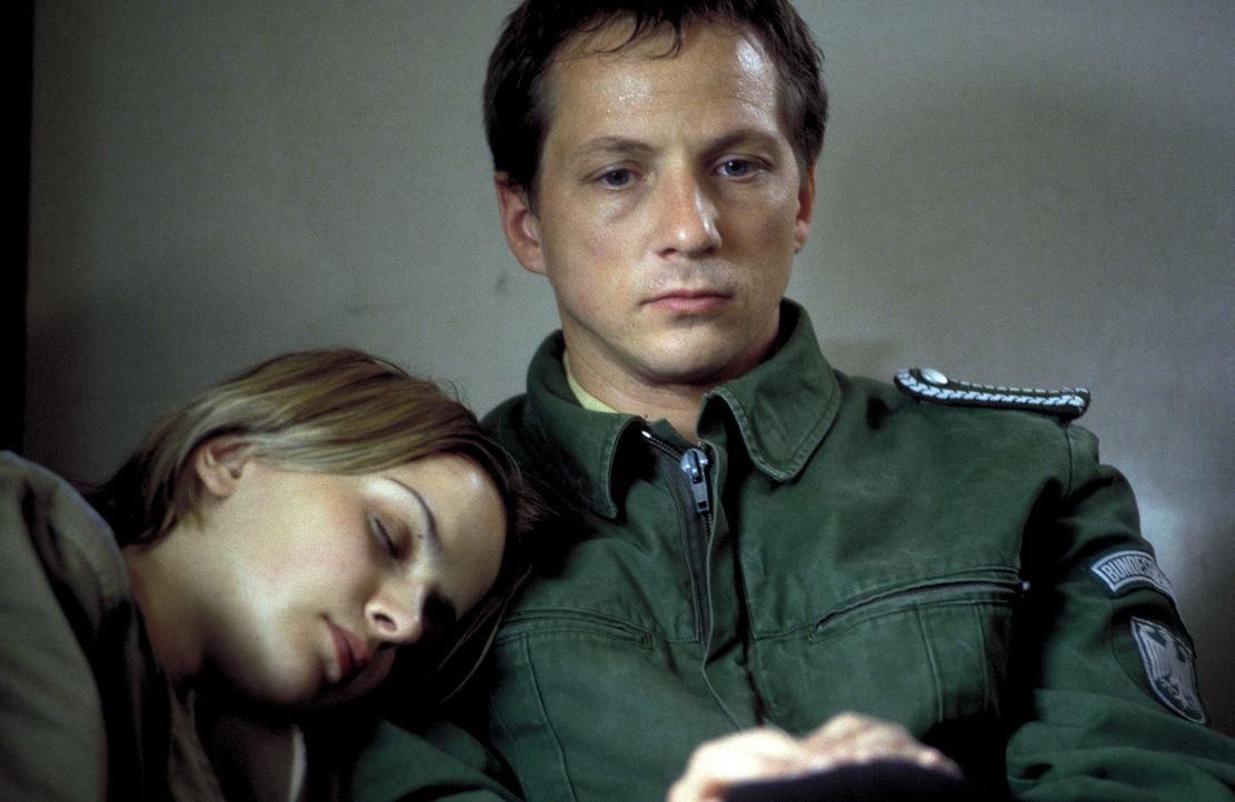 In der Gewalt hemmungsloser Entführer: Jessica (Denise Zich, l.) und Marc (Frank Jordan, r.) ... - Bildquelle: Jiri Hanzl ProSieben