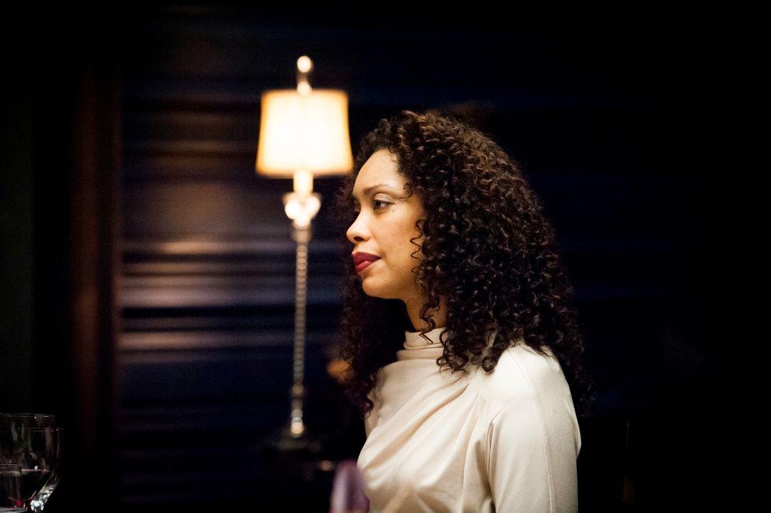 Lässt sich Bella (Gina Torres) von Dr. Hannibal Lecters charmanter Art beeindrucken? - Bildquelle: Brooke Palmer 2012 NBCUniversal Media, LLC