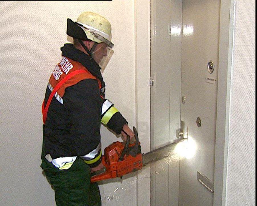 Die Einsatzzentrale Hamburg-Barmbek bekam einen Notruf, kommt die Hilfe noch rechtzeitig? - Bildquelle: Sat.1
