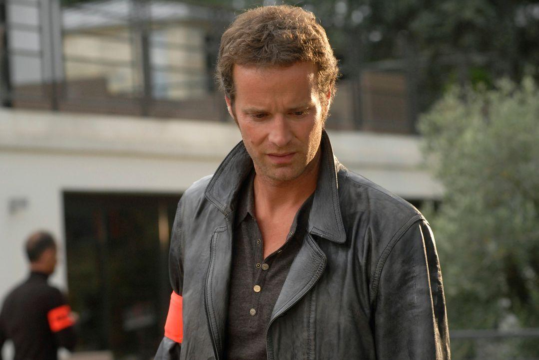 Bleibt es bei einem Mord, den Matthieu  (Guillaume Cramoisan) aufklären muss? - Bildquelle: Jean-François Baumard 2008 - Beaubourg Audiovisuel/BeFilms/RTBF (Télévision Belge)