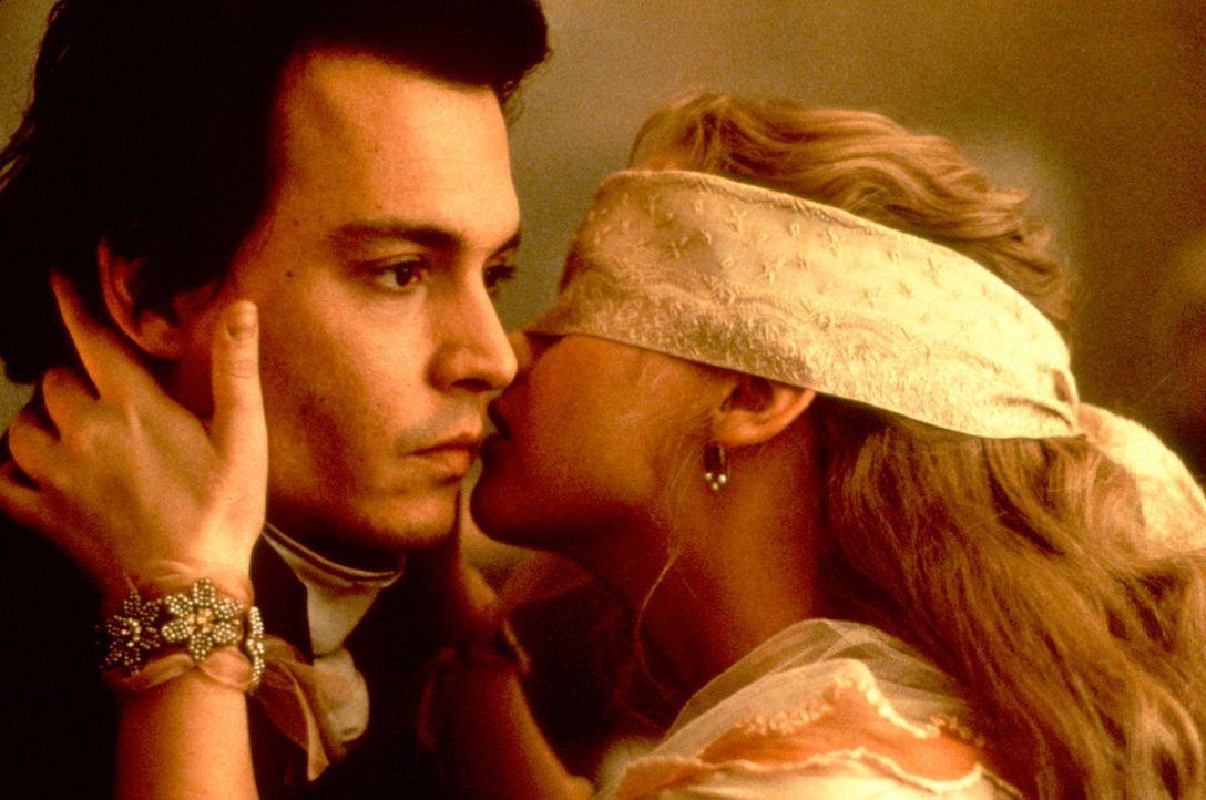 Blind Date mal anders: der junge Gendarm Ichabod Crane (Johnny Depp, l.) und die junge Katrina Van Tassel (Christina Ricci, r.) ... - Bildquelle: Constantin Film