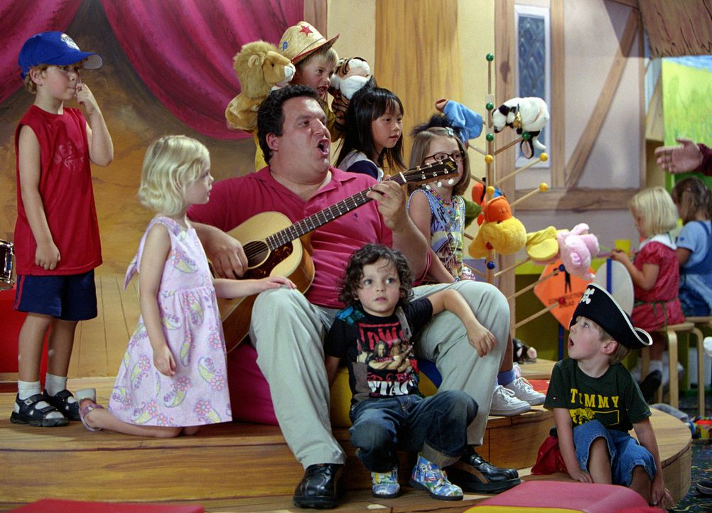 Nachdem Phil und Charlie ihre Jobs als Produktentwickler bei einem großen Lebensmittelhersteller verloren haben, sind sie gezwungen, ihre Söhne vo... - Bildquelle: 2004 Sony Pictures Television International. All Rights Reserved.