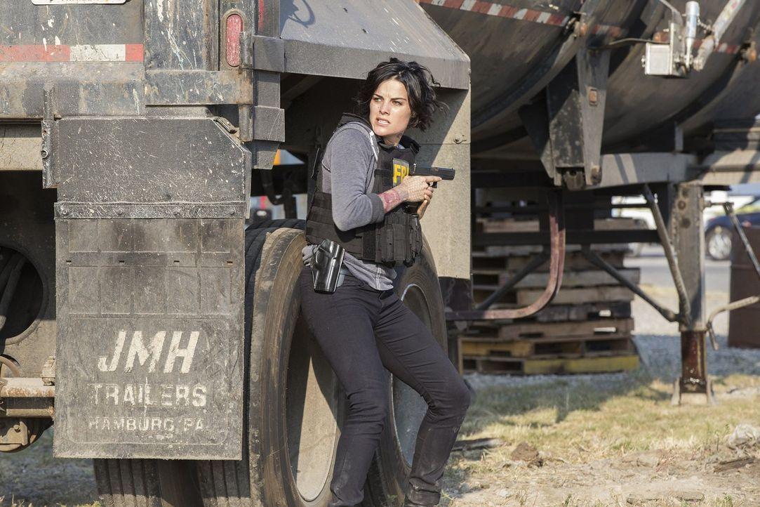 Auf der Spur des Bösen: Als ein Killer Jane (Jaimie Alexander) und das Team zu einer gefährlichen App führt, die es Kriminellen ermöglicht, Regierun... - Bildquelle: Warner Brothers
