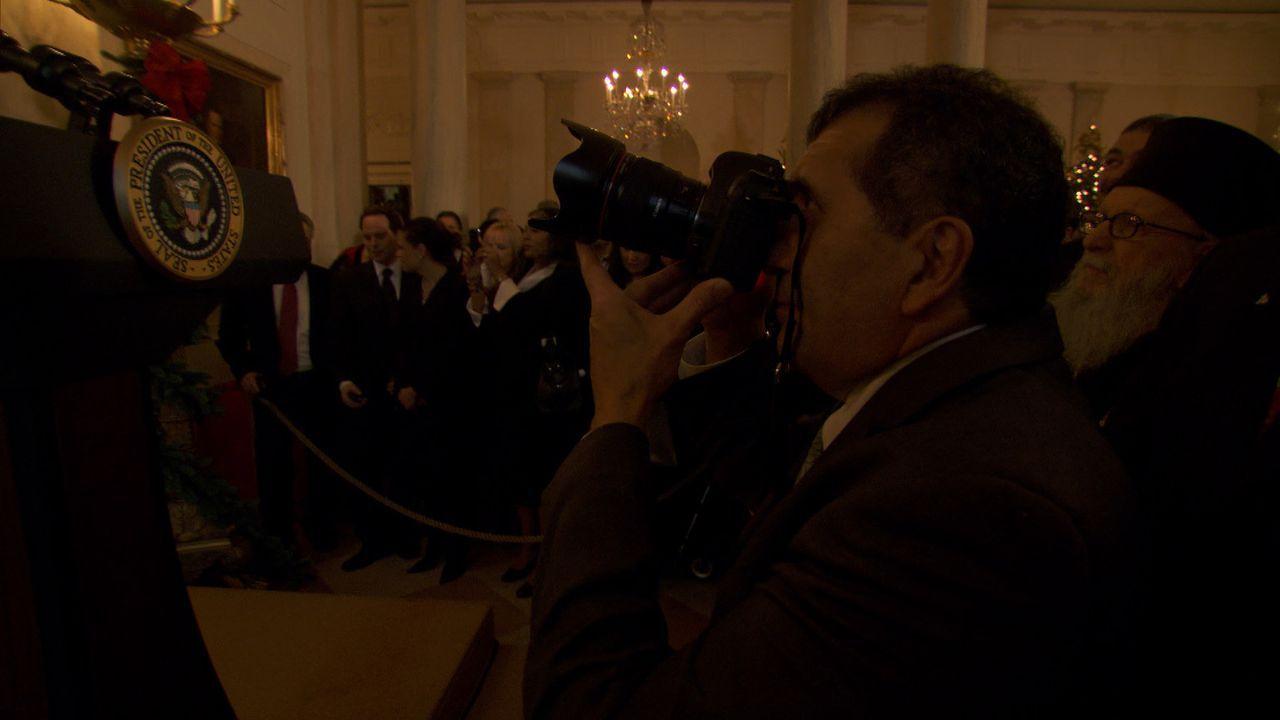 Jeden Moment wird Präsident Obama erwartet. Pete Souza präpariert seine Kamera ... - Bildquelle: Erin Harvey National Geographic Television International
