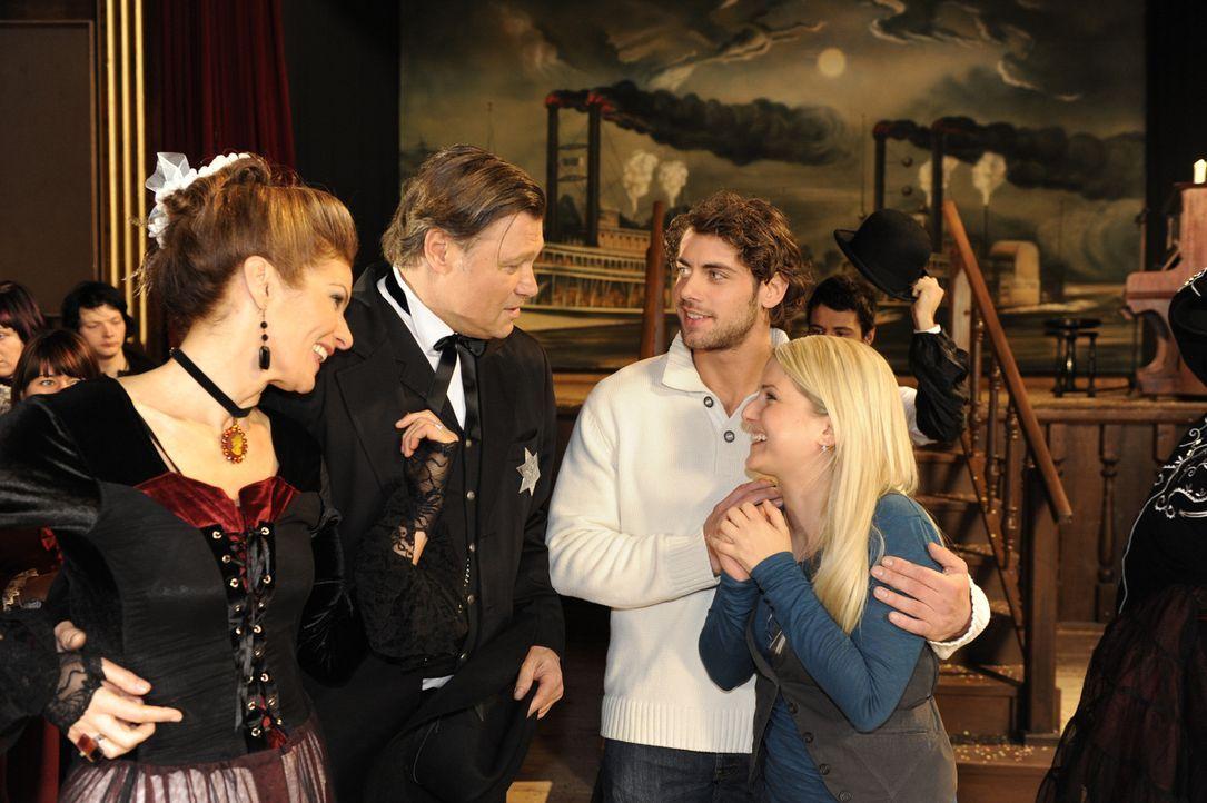 Eine rauschende Abschiedsparty: Natascha (Franziska Matthus),  Richard (Robert Jarczyk),  Jonas (Roy Peter Link) und Anna (Jeanette Biedermann) ... - Bildquelle: SAT.1