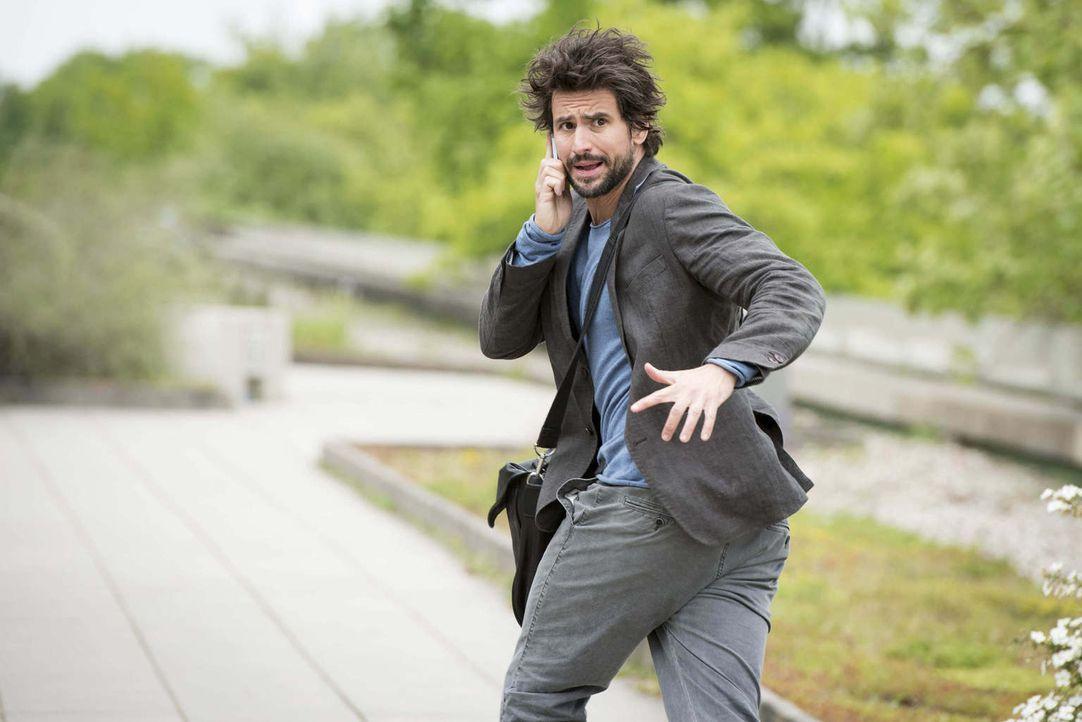 Als Felix (Tom Beck) das Geheimnis der Mörder gelüftet hat, setzen diese sofort ihre neueste Errungenschaft auf ihn an: eine ferngesteuerte Drohne m... - Bildquelle: Martin Rottenkolber SAT.1