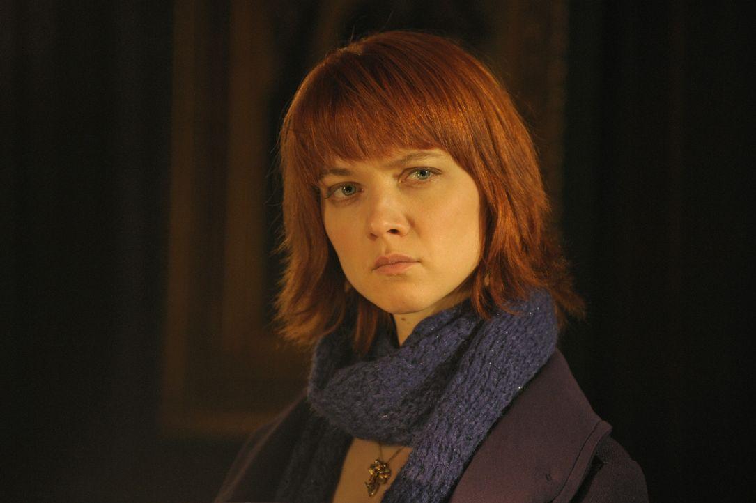 Chloé (Odile Vuillemin) gibt nicht auf, bis der Mord an einer jungen Frau aufgeklärt ist ... - Bildquelle: 2008 - Beaubourg Audiovisuel/BeFilms/RTBF (Télévision Belge)