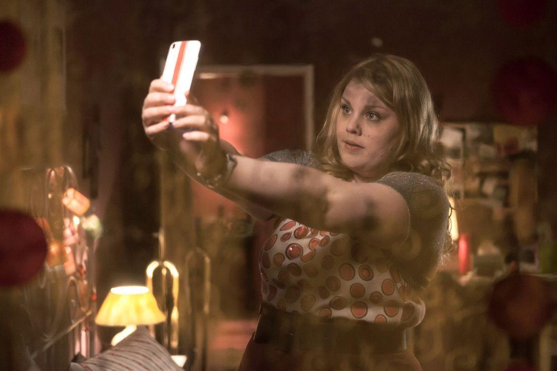 """Als Karat im Namen von Mandy (Christina Petersen) ein Date mit """"Sonnenuntergang"""" ausmacht, ahnt er nicht, dass er seine Kollegin in ein desaströses... - Bildquelle: Conny Klein SAT.1"""