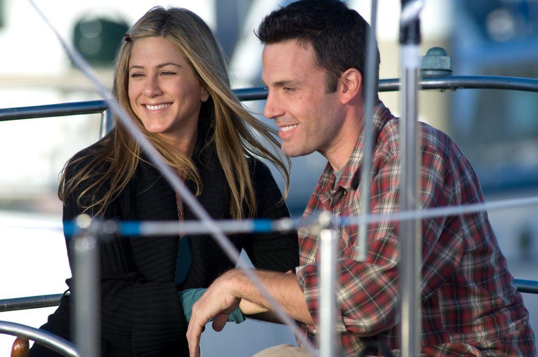 Beth (Jennifer Aniston, l.) und Neil (Ben Affleck, r.) sind seit mehr als sieben Jahren in einer glücklichen Beziehung. Zum vollkommenden Glück fe... - Bildquelle: Warner Brother