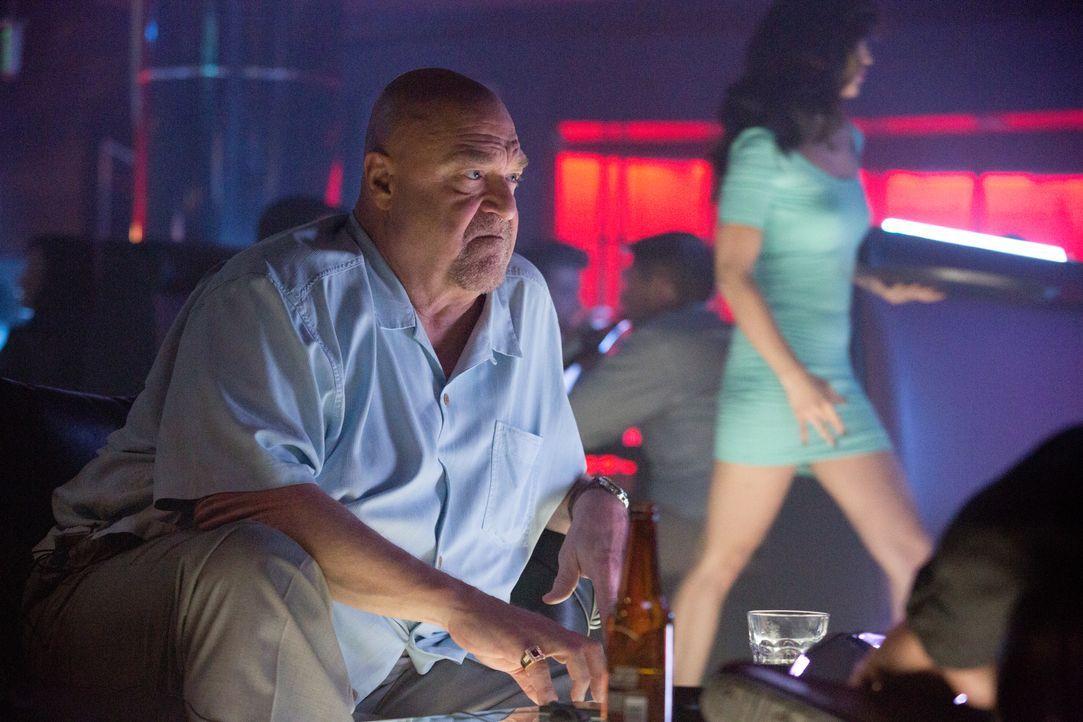 Wird Frank (John Goodman) dem skrupellosen Zocker Jim noch einmal Geld leihen und mitansehen, wie er sich zu Tode zockt? - Bildquelle: Claire Folger 2016 Paramount Pictures / Claire Folger