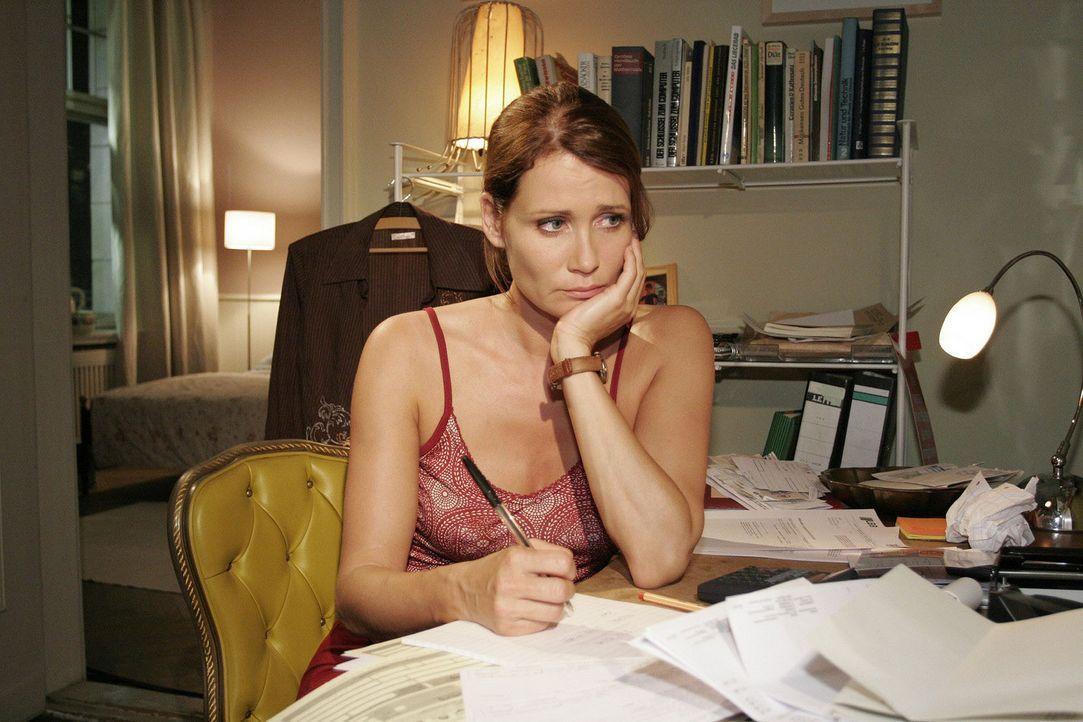 Alleinerziehende Mutter ohne Job: Eva (Anja Kling) wächst der Rechnungsberg über den Kopf. - Bildquelle: Sat.1