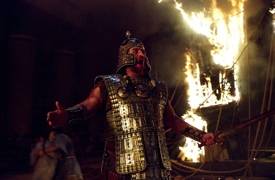Nach zehn Jahren, tausenden Toten und einem Pferdetrick gelingt es König Agamemnon (Brian Cox) endlich, dass als uneinnehmbar geltende Troja zu besi... - Bildquelle: Warner Brothers International Television