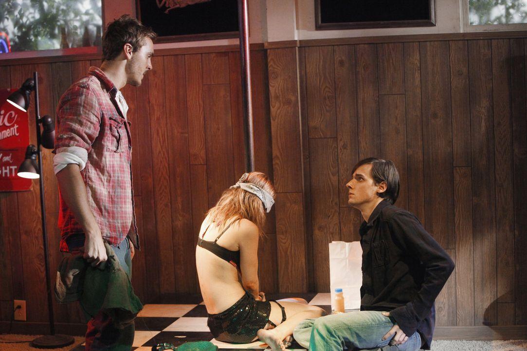 Was haben Michael (Steve Talley, l.) und Scott (Jake Thomas, r.) nur mit Stephanie (Cherilyn Wilson, M.) vor? - Bildquelle: ABC Studios