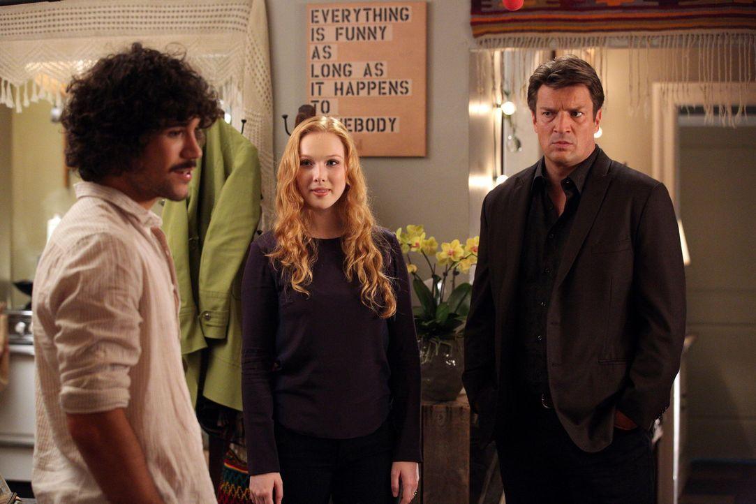 Pi (Myko Olivier, l.) und Alexis (Molly C. Quinn, M.) sind stolz auf ihre gemeinsame Wohnung. Castle (Nathan Filion, r.) hat jedoch nur negative Kom... - Bildquelle: ABC Studios