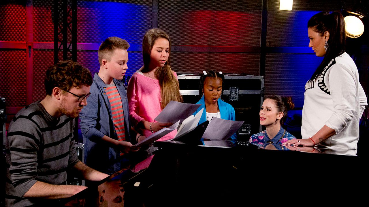 The-Voice-Kids-epi05-Mike-Olivia-Chelsea-3-SAT1-Richard-Huebner - Bildquelle: SAT.1/Richard Hübner