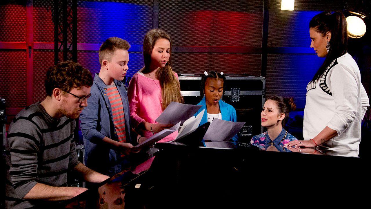 The-Voice-Kids-epi05-Mike-Olivia-Chelsea-3-SAT1-Richard-Huebner - Bildquelle: SAT.1/Richard Hübner