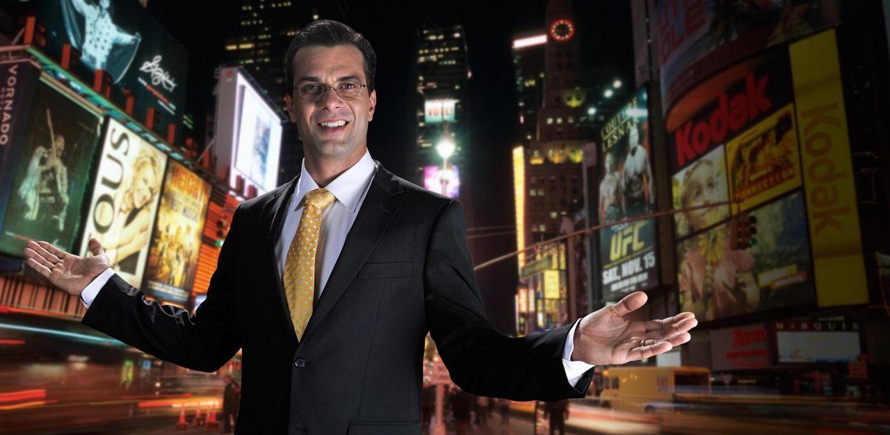 Beherrscht die perfekte Pose: Franz Ferdinand von und zu Donnersberg (Kai Schumann) auf dem Times Square in New York. Kaum hat er seinen Doktortitel... - Bildquelle: Hardy Brackmann SAT.1