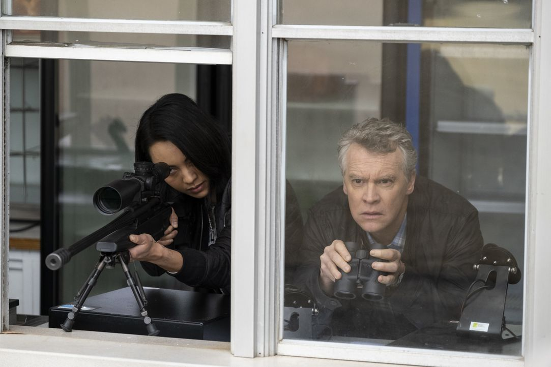 Desi (Levy Tran, l.); James MacGyver (Tate Donovan, r.) - Bildquelle: Steve Dietl 2019 CBS Broadcasting, Inc. All Rights Reserved / Steve Dietl