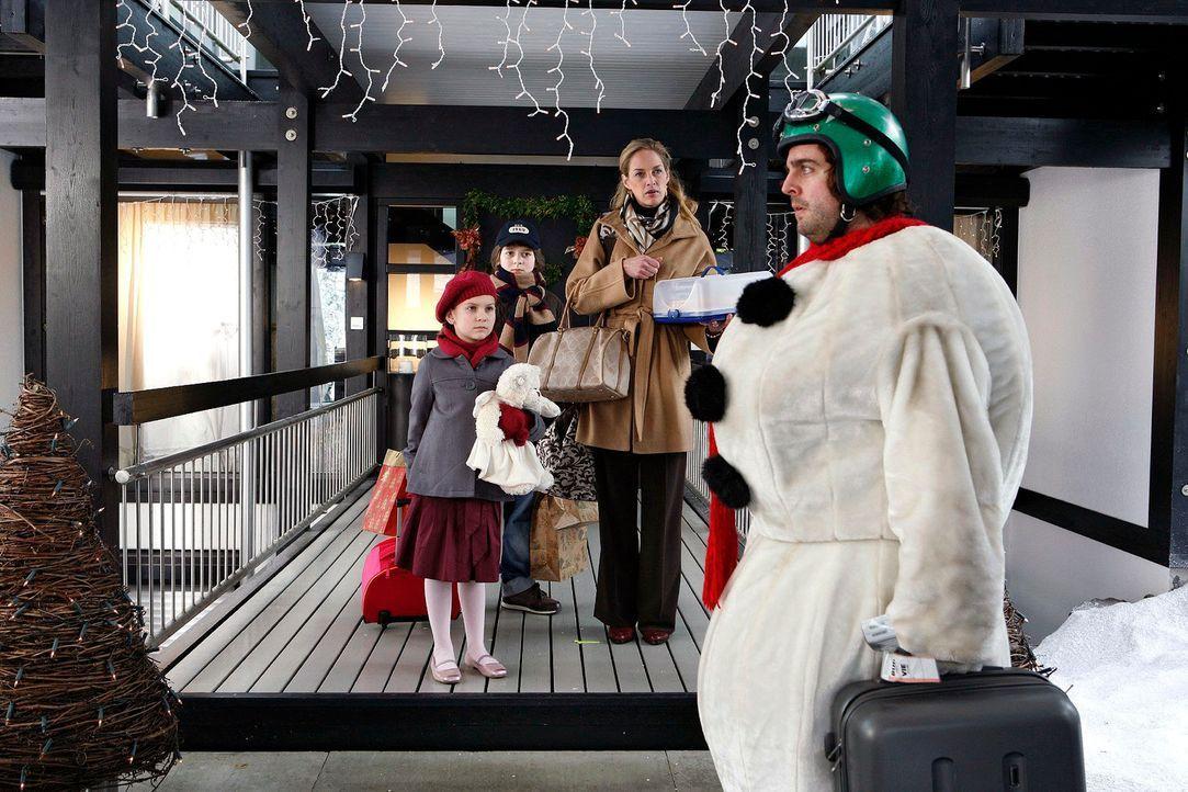 Zwei-Weihnachtsmaenner25 - Bildquelle: Sat.1