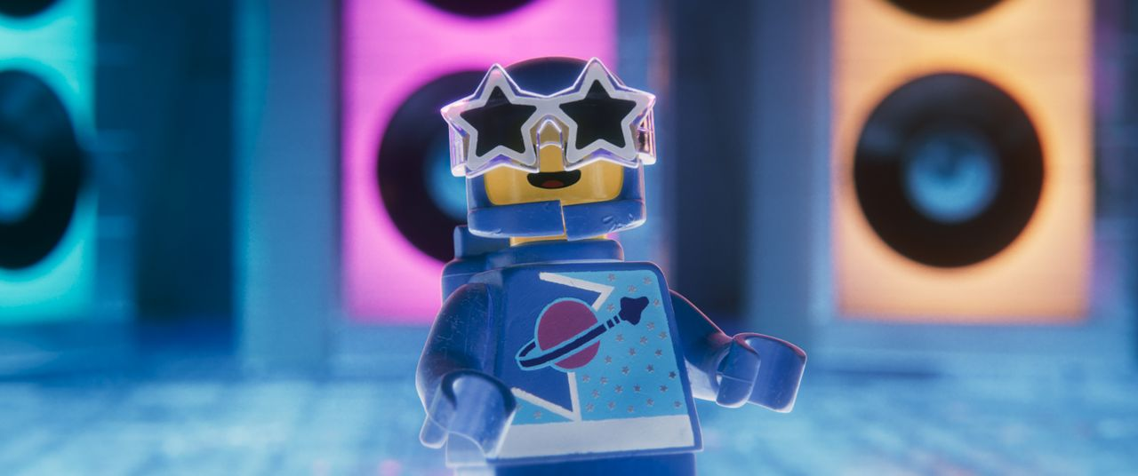 Benny - Bildquelle: Warner Bros. Entertainment Inc. LEGO, the LEGO logo and the Minifigure are trademarks of The LEGO Group. © The LEGO Group.