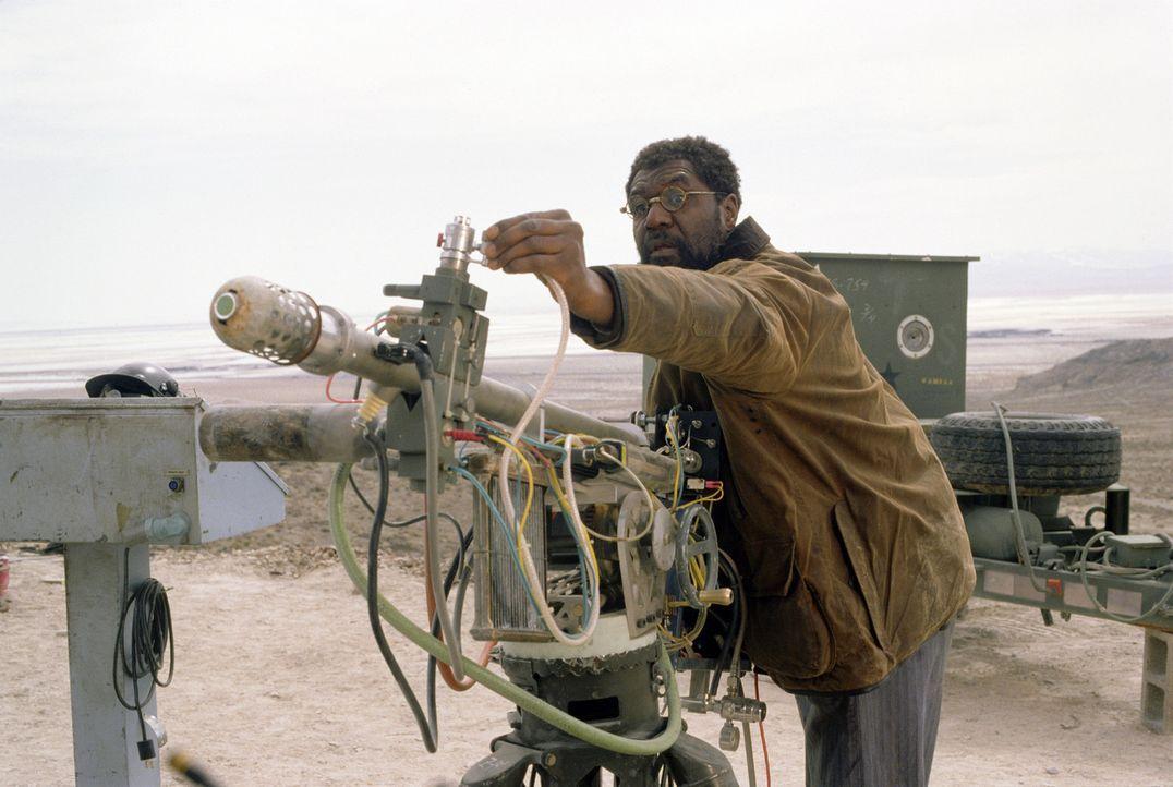 Dr. Brazzleton (Delroy Lindo) plant eine Expedition zum Mittelpunkt der Erde ... - Bildquelle: TM & Copyright   2003 by Paramount Pictures. All Rights Reserved.