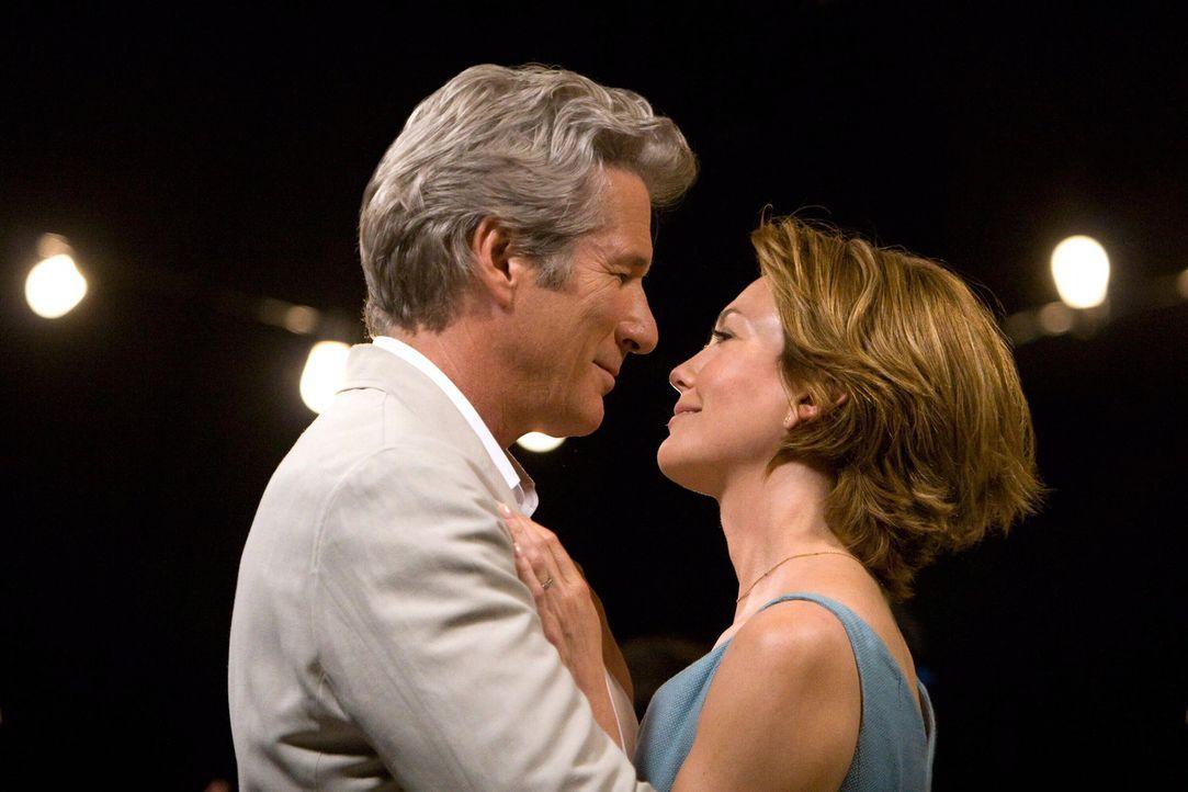 Das Lächeln der Sterne: Adrienne (Diane Lane, r.) und Paul (Richard Gere, l.) ... - Bildquelle: Warner Bros.