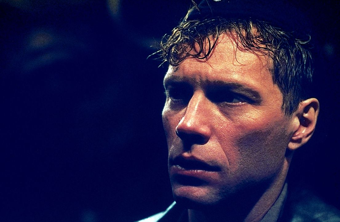 Begibt sich auf eine Mission, von der kein Zurückkommen möglich ist: Lt. Pete Emmett (Jon Bon Jovi) ... - Bildquelle: 2000 Universal Pictures. All Rights Reserved