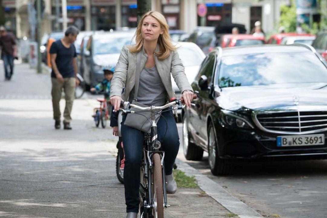 Fast zwei Jahre nach dem Angriff auf die Botschaft in Islamabad hat sich Carrie (Claire Danes) ein neues Leben in Berlin aufgebaut. Doch auch dort w... - Bildquelle: Stephan Rabold 2015 Showtime Networks, Inc., a CBS Company. All rights reserved.