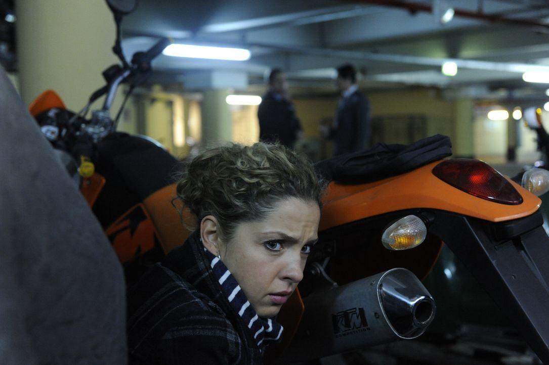 Nina (Maria Wedig) kann nicht glauben, dass Jasmin den Säureanschlag verübt haben soll und stellt weitere Nachforschungen an. Carla versucht, sie... - Bildquelle: SAT.1