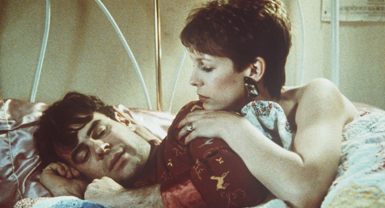 Louis (Dan Aykroyd, l.) hat alles, was er sich nur wünschen kann: Geld, Erfolg, Einfluss, eine hübsche Verlobte. Doch dann stürzten die Gebrüder... - Bildquelle: Paramount Pictures