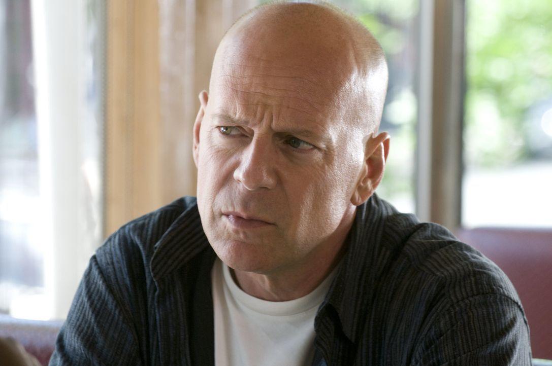 Eigentlich wollte Jimmy (Bruce Willis) nur genügend Geld für die Traumhochzeit seiner Tochter zusammenbekommen, doch dann sorgt ein Überfall in eine... - Bildquelle: 2010 Warner Bros.
