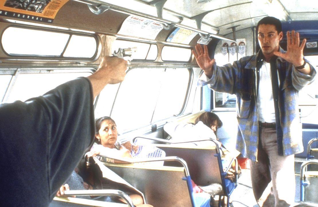 Nachdem es dem mutigen Polizisten Jack Traven (Keanu Reeves) gelungen ist, in den Bus zu klettern, versucht er, den gnadenlosen Entführer zu beruhi... - Bildquelle: Twentieth Century Fox of Germany