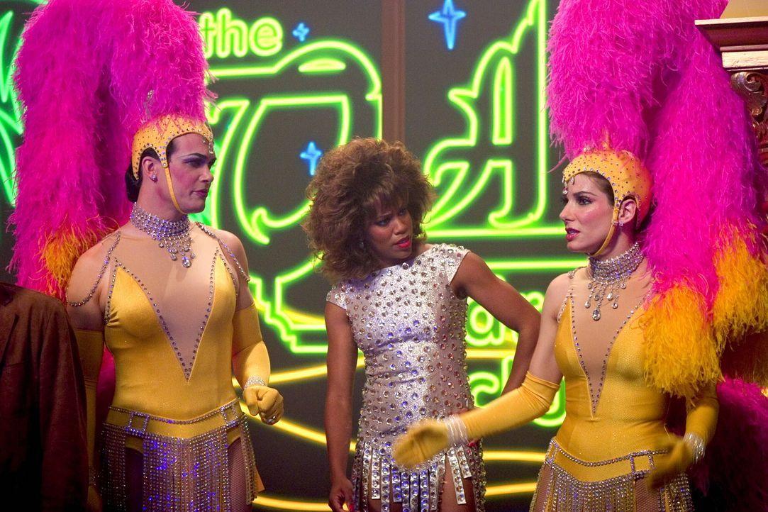 Gracie Hart (Sandra Bullock, r.) lässt nichts unversucht, um ihre entführten Freunde Cheryl Frasier und Stan Fields zu retten ... - Bildquelle: Warner Bros. Television
