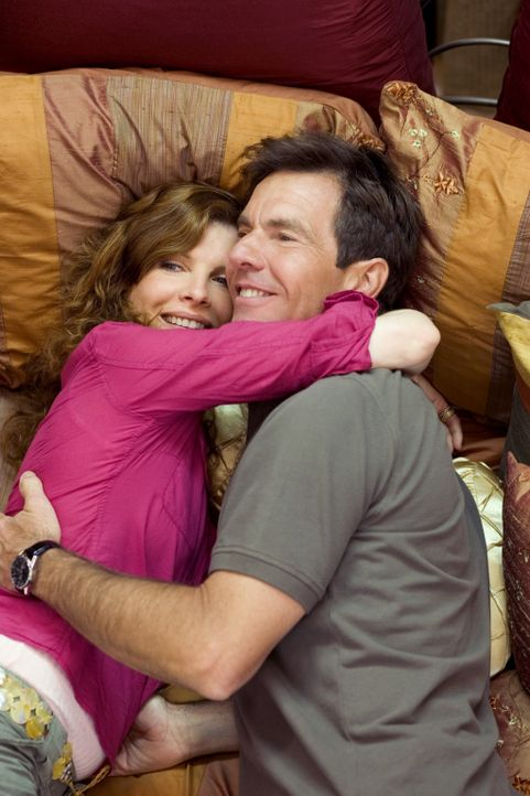 Als Frank Beardsley (Dennis Quaid, r.) auf die ebenfalls verwitwete Helen North (Rene Russo, l.) trifft, seine alte High-School-Liebe, verlieben sic... - Bildquelle: 2005 Paramount Pictures Corporation, Metro-Goldwyn-Mayer Pictures Inc. and Columbia Pictures Industries, Inc. All Rights Reserved.
