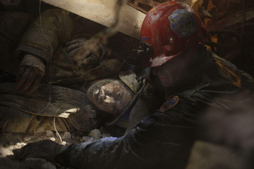 Am 11. September 2001 wird aus dem Alltag einer New Yorker-Polizei-Einheit ein tödlicher Alptraum. Als die Cops in die U-Bahn-Ebene unter den Türmen... - Bildquelle: TM & © Paramount Pictures. All Rights Reserved.