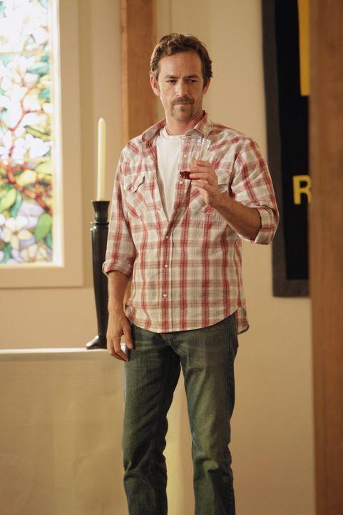 Anführer einer Sekte streng religiös gewordener Libertarianer: Benjamin Cyrus (Luke Perry) ... - Bildquelle: Touchstone Television