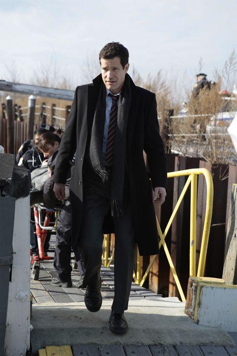 Al (Dylan Walsh) ist als Nebenkläger der Staatsanwaltschaft gegen Jo Hagan vor Gericht. Dieser wird beschuldigt, bei einem Bootsausflug seine Frau... - Bildquelle: 2011 CBS Broadcasting Inc. All Rights Reserved.