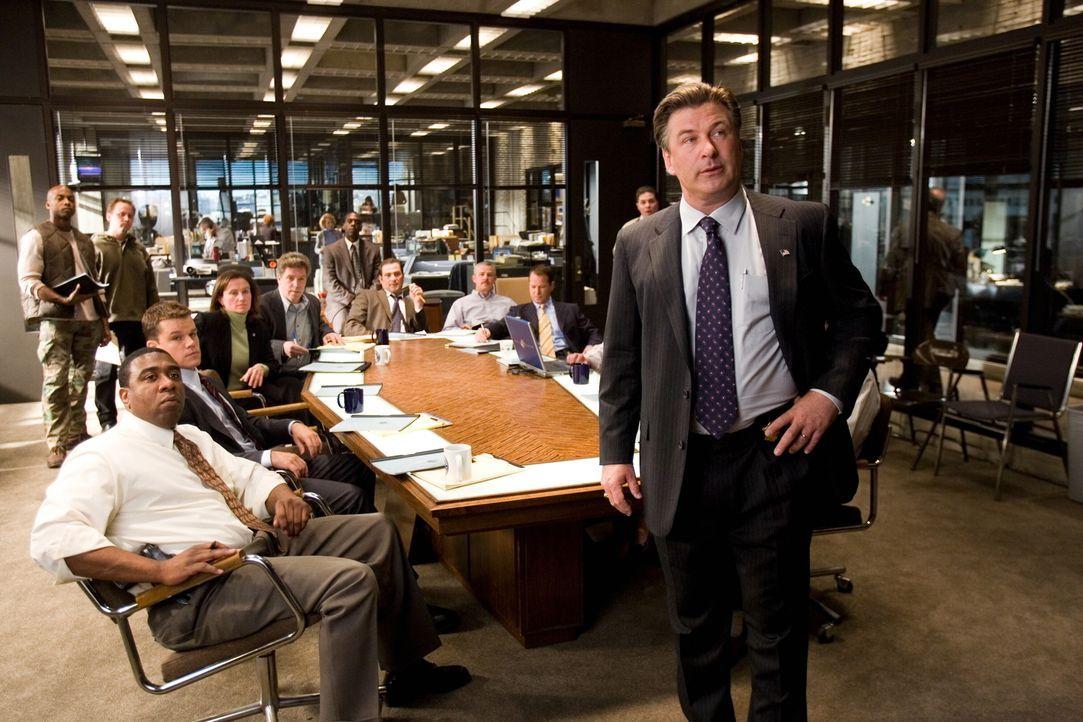 Captain Ellerby (Alec Baldwin, r.) und seine Kollegen wollen endlich dem Unterweltboss Frank Costello das Handwerk legen, jedoch ahnen sie noch nich... - Bildquelle: Warner Bros. Entertainment Inc