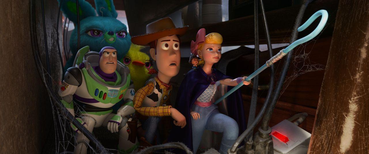 (v.l.n.r.) Bunny; Buzz Lightyear; Ducky; Woody; Porzellinchen - Bildquelle: 2019 Dinsey/Pixar. All Rights Reserved.