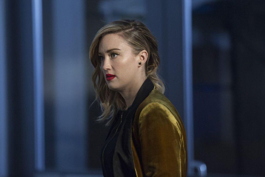 Kommt einem äußerst gefährlichen Geheimbund auf die Spur: Patterson (Ashley Johnson) ... - Bildquelle: Warner Brothers